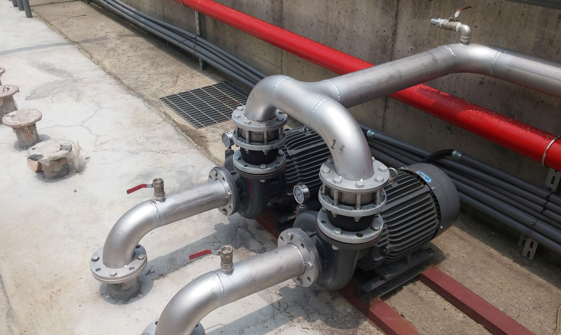 Circulator pump for closed circuit cooling tower